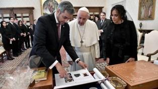 """Francisco instó al presidente paraguayo a """"trabajar por la paz y la unidad"""""""