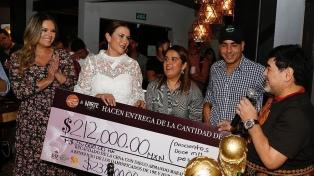 Maradona encabezó una cena benéfica para damnificados por un huracán en Sinaloa