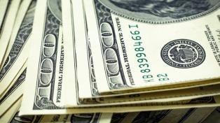 El dólar cerró en $45,553 y cedió 2,96% en la semana