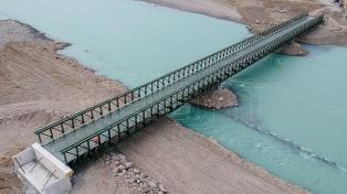 Busca acelerar la construcción de las represas con dos puentes en el Río Santa Cruz