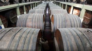 Crean una empresa argentino-china para exportar vino mendocino a granel