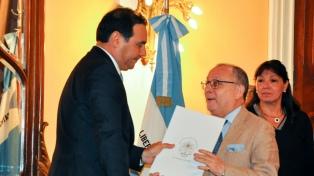 El gobernador Valdés pidió rever el límite fronterizo con Paraguay en la isla Apipé