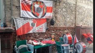 En Barcelona los hinchas de River palpitan la final
