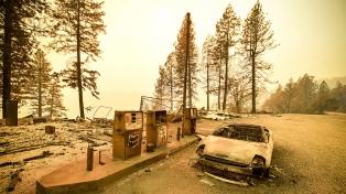 Trump recorrió las zonas devastadas en California con un tono conciliador