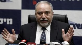 El ministro de Defensa renunció por desacuerdos con la tregua en Gaza