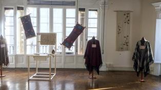 El Fondo Nacional de las Artes desembarcó con una exposición textil