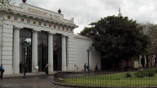 Detuvieron a una pareja tras hacer explotar un artefacto en el cementerio de la Recoleta