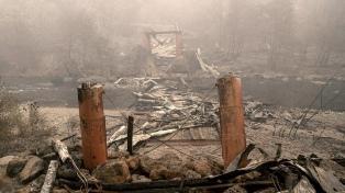 Hallan ocho cuerpos más en la zona de incendios de California, donde ya hay 59 muertos