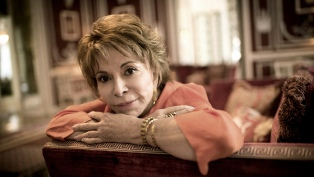 """""""Largo pétalo de mar"""", la nueva novela de Isabel Allende, ya está en las librerías argentinas"""