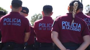 El policía reconoció que le pegó una patada al hombre que murió