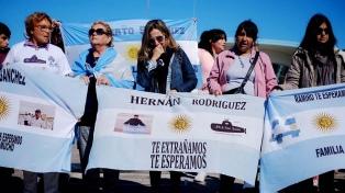Familiares de los submarinistas piden que la nave sea reflotada