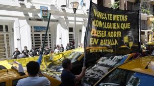 Mientras los taxistas protestan, la AFA confirmó  su vínculo comercial con UBER