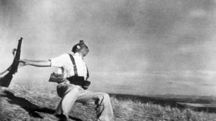 """Una copia de """"Muerte de un miliciano"""" de Robert Capa se subastó por 144.000 euros"""