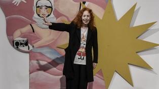 Una exposición que repasa la trayectoria de la artista Delia Cancela