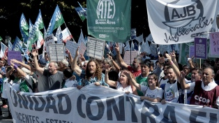 El Gobierno bonaerense propuso un bono de 7 mil pesos y 20% de aumento para 2019