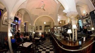 La Giralda, un bar histórico del centro porteño, lucha por sobrevivir