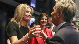 """La reina Máxima de Holanda apoyó abrir """"corresponsalías"""" de bancos"""