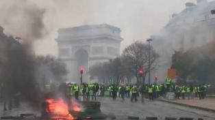 """Barricadas y represión en una nueva protesta de los """"chalecos amarillos"""""""