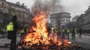 Macron piensa en nuevas medidas para aplacar la ola de protestas