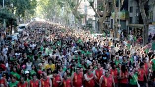 Miles de personas participaron del caminatón #2kmxSida