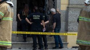 Masacre: mueren 12 personas, entre ellos seis rehenes durante un asalto a dos bancos