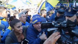 La Policía española impide corte de calles en los alrededores del hotel donde se aloja Boca