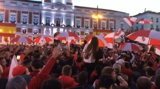 Banderazo de hinchas de River en Madrid