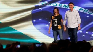 """Bolsonaro asumió la """"responsabilidad"""" por el dinero dudoso que involucra a su mujer"""