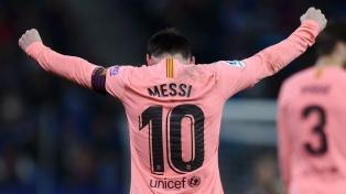 Messi marcó dos tantos en la goleada del líder Barcelona en el clásico con Espanyol