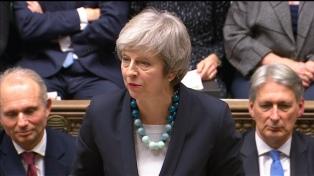 May supera la moción de censura y seguirá al frente del gobierno