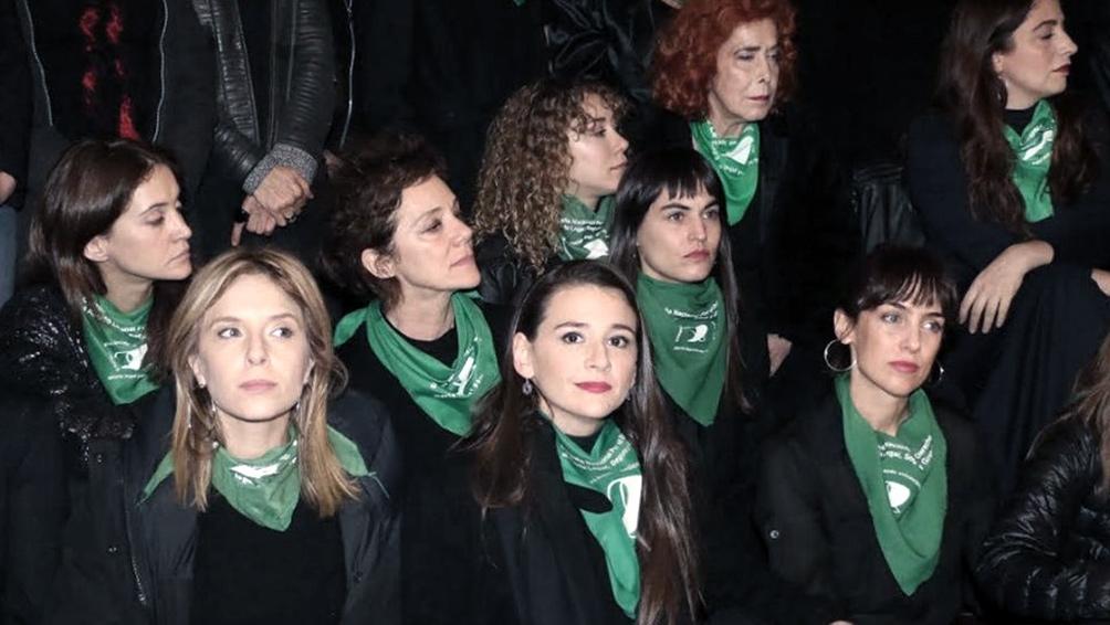 Actrices Argentinas realizan acción para exigir la libertad de una mujer condenada en Córdoba