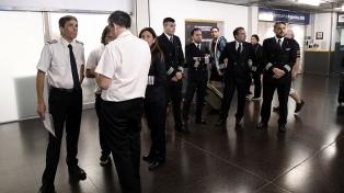 Pilotos firman en Trabajo el acuerdo salarial que alcanzaron con las empresas