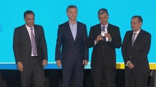 Macri entregó el premio Investigador de la Nación al científico Diego de Mendoza