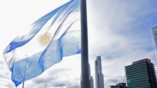"""Inauguraron en Rosario un """"mega mástil"""" con la bandera argentina como """"símbolo de unión"""""""