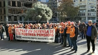 """Miles de jubilados protestan para pedir pensiones """"dignas"""""""
