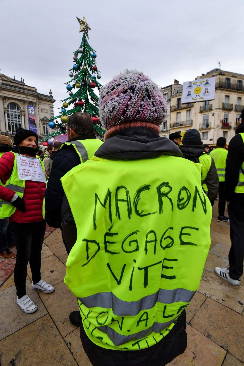 """FRANCIA: Los """"chalecos amarillos"""" vuelven a copar París en la sexta jornada de protesta"""