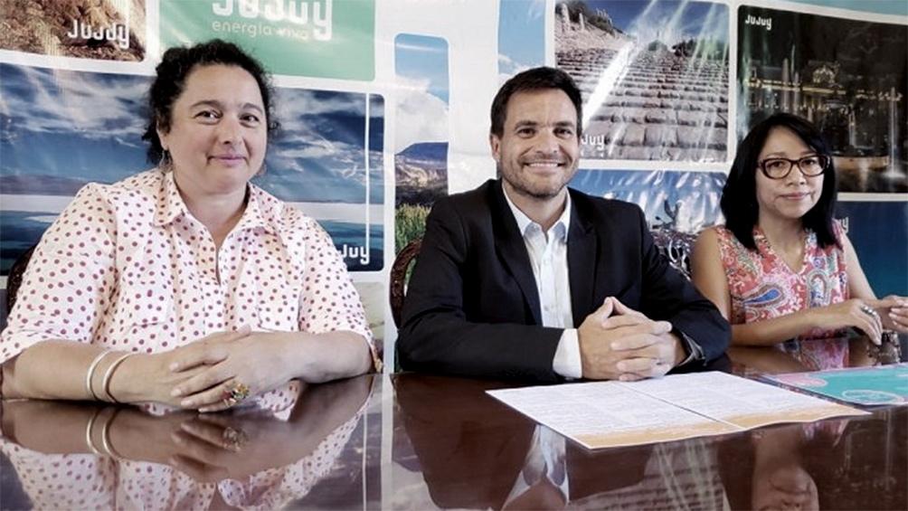 El Ministro de Cultura y Turismo, Federico Posadas, junto a las directoras de Derechos Culturales y de Productos Turísticos, Rebeca Chambi y Sandra Nazar