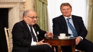 En una carta aclaratoria a Faurie, el embajador en Reino Unido lamentó confusión por un tuit