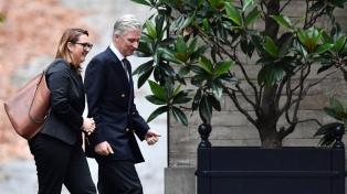 El rey belga continúa las consultas con partidos políticos para evitar elecciones anticipadas