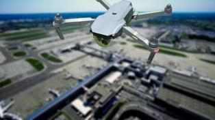 El aeropuerto de Londres recupera algo de normalidad tras caos provocado por drones