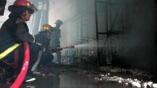 Un incendio ocasionó pérdidas totales en 82 locales de un mercado