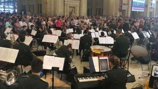 Concierto sinfónico en la estación de trenes de Constitución