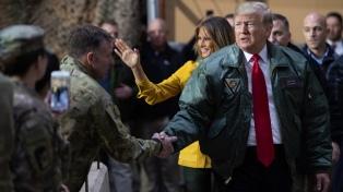 Trump visitó a soldados estadounidenses y descartó el retiro de tropas