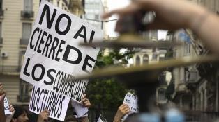 Docentes y alumnos marcharon desde la Legislatura porteña contra el cierre de escuelas nocturnas