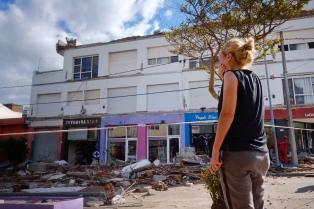 Evacuaron el edificio derrumbado y buscan confirmar que no haya más víctimas