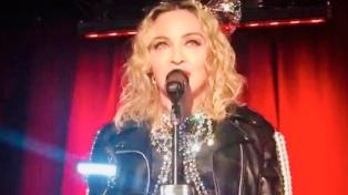 Madonna sorprendió en Año Nuevo con una presentación en un icónico bar de Nueva York