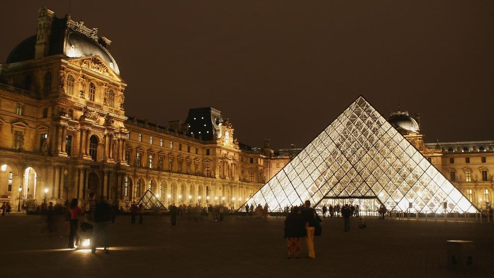 Por el coronavirus, el museo del Louvre no abrió este domingo al público