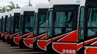Choferes paralizan cinco líneas de transporte urbano por una deuda salarial