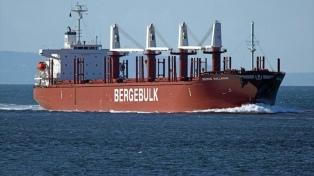 Un buque de Panamá cargaba 20.000 toneladas de madera de pino en Paraná para China