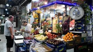En busca de precios y mejor calidad, cada vez más vecinos se acercan a los mercados de barrio